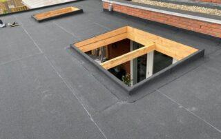 dakbedekking met lichtkoepels